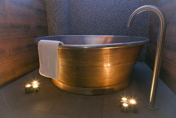 Patina Rotundus Bath with Tin Interior